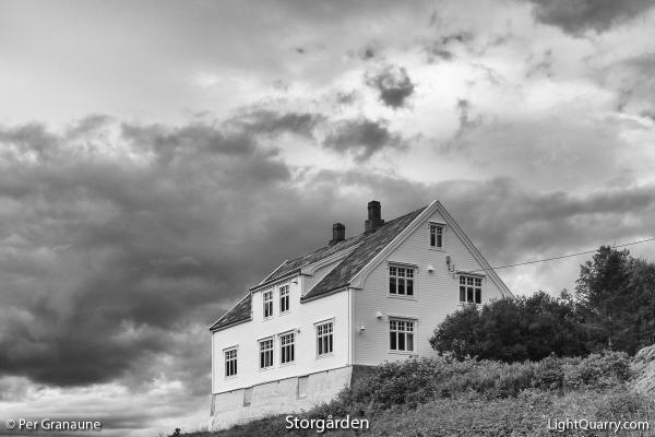 Storgården by Per Granaune